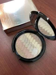 BECCA SHIMMERING SKIN PERFECTOR PRESSED HIGHLIGHTER GRADIENT GLOW (LIMITED EDITION)