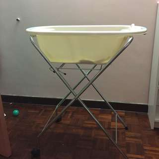 bath tub with metal stand