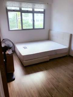 Common room for rent at Admiralty