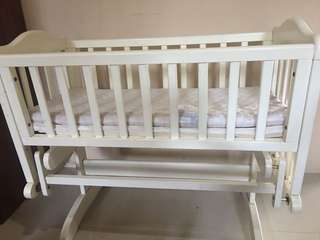 Baby Crib swing (mother care)