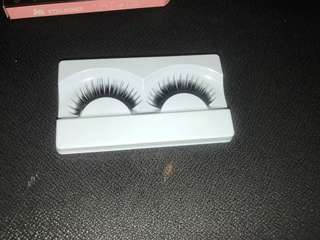 FALSE EYELASHES /FALSIES 80 pesos only