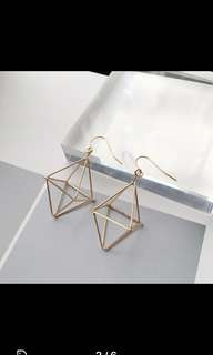 [PO] Geometric Pyramid Earrings