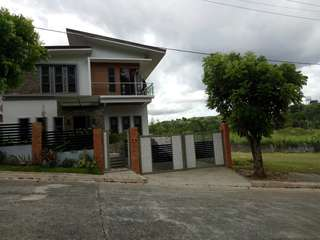 House and Lot in Sun Valley  for Sale in Antipolo with swimming pool and music room.