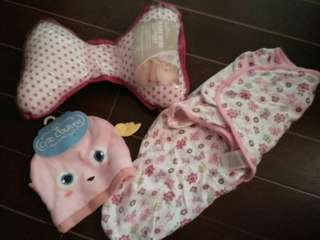 Swaddle me, pillow and bonnet