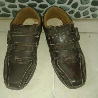 Sepatu brown