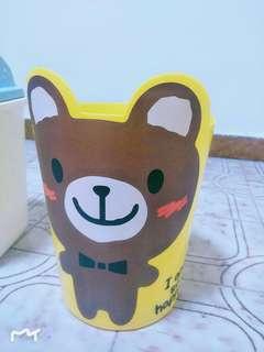 Super cute dustbin!