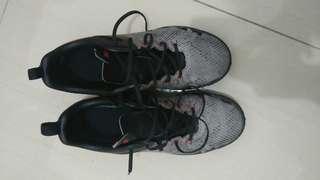 Dijual sepatu futsal specs metasala combat size 40 seperti baru