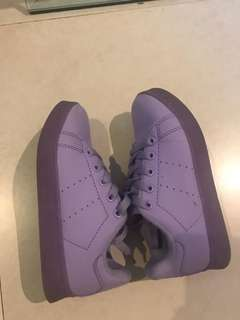 Girls light up purple sneakers used 2x. For 4-5 yrs.