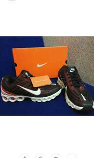 Nike boston uk. 40,41