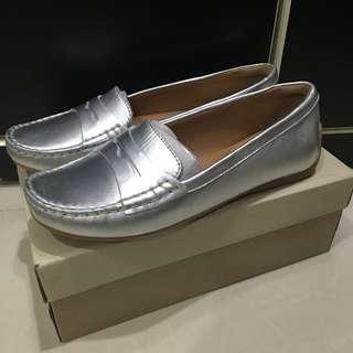 Clarks 女性休閒鞋