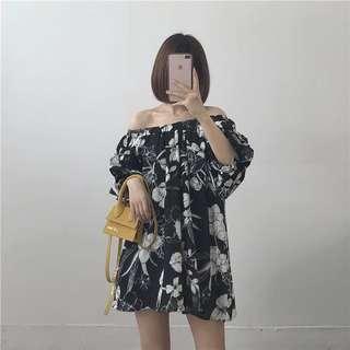 ⛱一字領露肩碎花連衣裙 碎花上衣 褶皺感短袖 黑底白花 小洋裝 平口洋裝