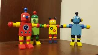 Wood Robots set of 4.