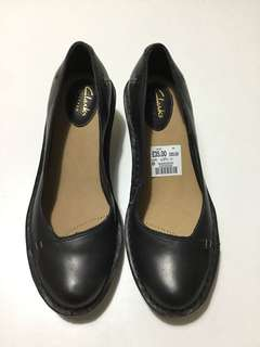 Clarks Shoes - Clarks Harlan Beach Black Leather Size: 4.5