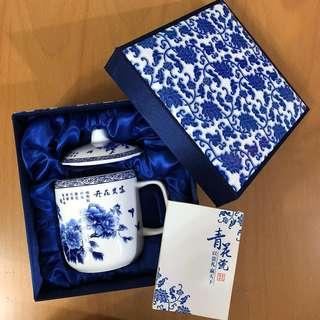 青花瓷杯 題為「富貴花開」Cup made by blue-and-white porcelain