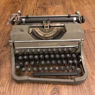 Antique Typewriter Underwood (damaged)