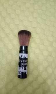 Multifungsi brush