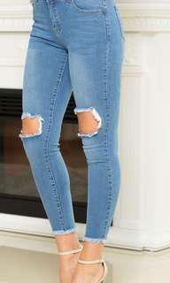 BNWOT RIPPED JEANS