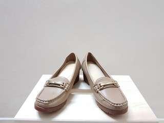 Olive/Camel Vincci Heel (Negotiable)