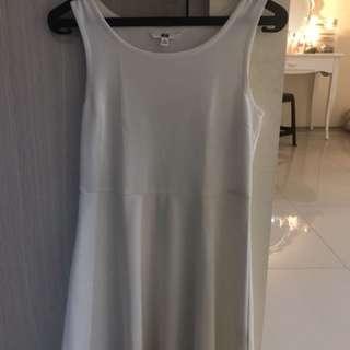 DRESS BY UNIQLO