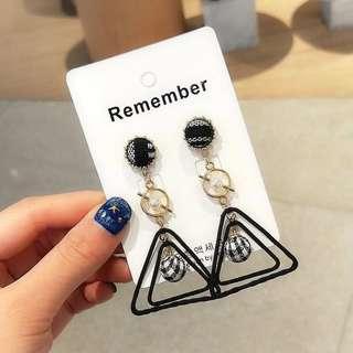 🚚 韓 新款 氣質 幾何圖形 三角形 球球 垂墜式 耳針 耳環