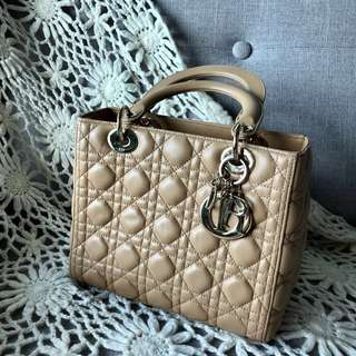 🈹 Dior Handbag (Lady Dior - Medium - Beige Colour)