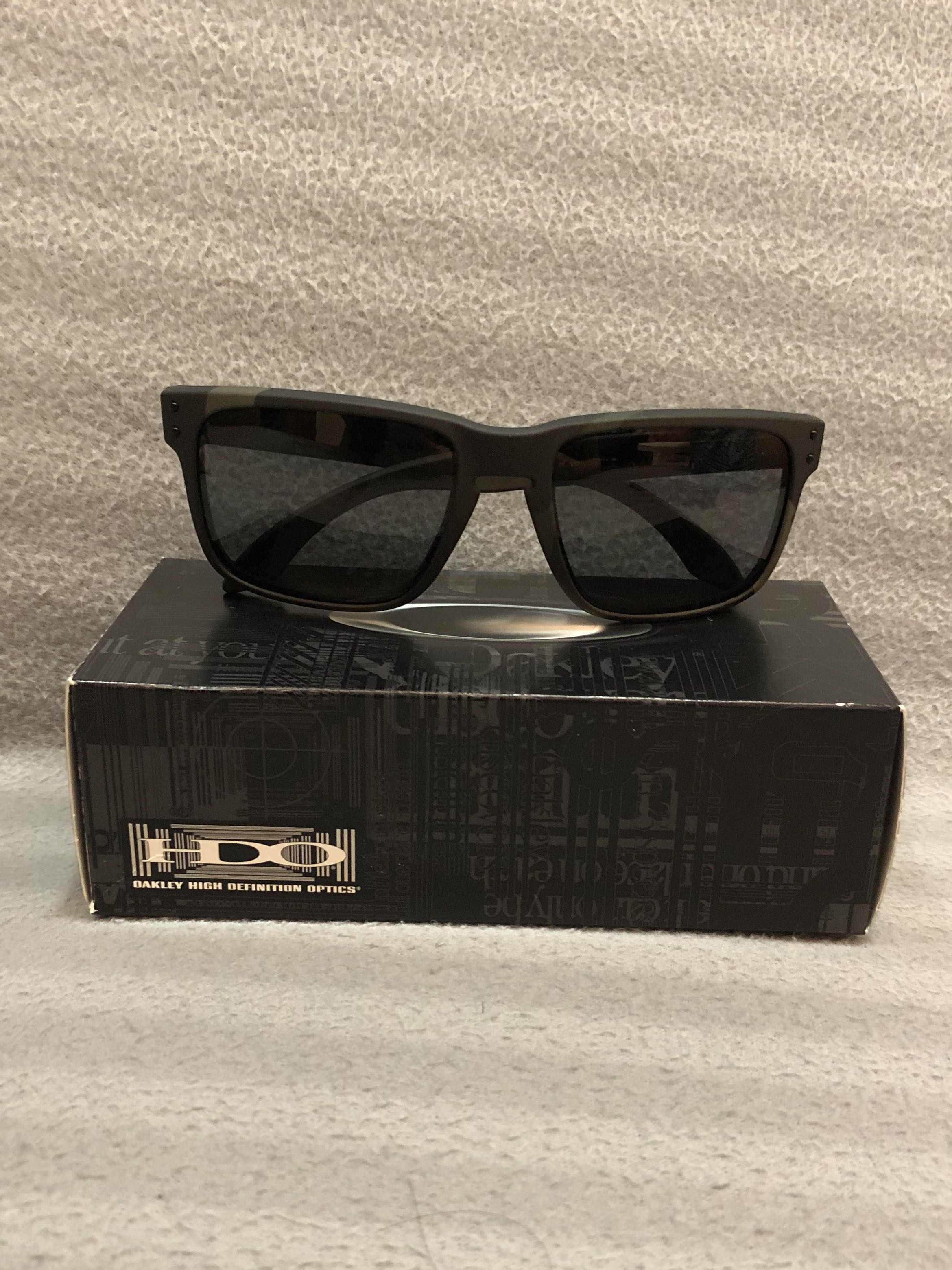 c07f1227bd Authentic Oakley Holbrook Multicam Black w Grey Polarized Sunglasses ...