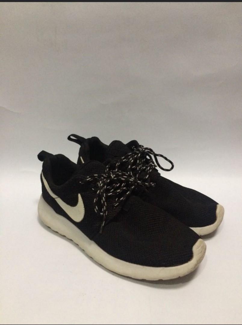 Nike Rosherun Ori Preloved Fesyen Pria Sepatu Di Carousell