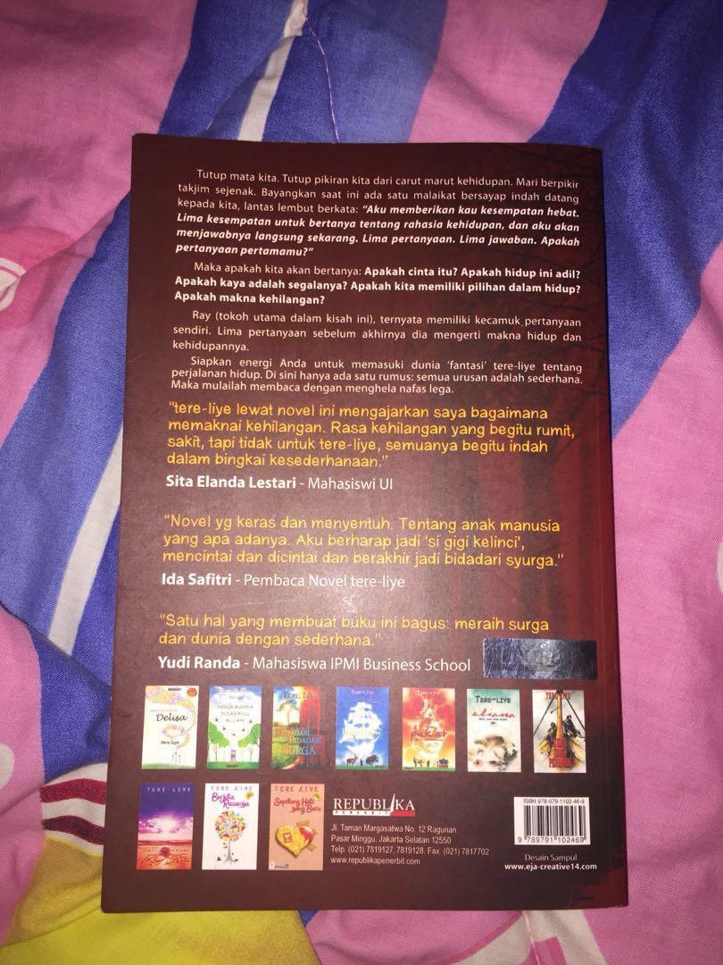 Novel Rembulan Tenggelam Di Wajahmu Buku Alat Tulis Negeri Para Bedebah Tere Liye Carousell