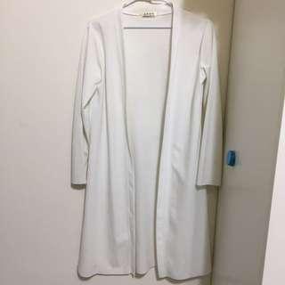 白色長版罩衫