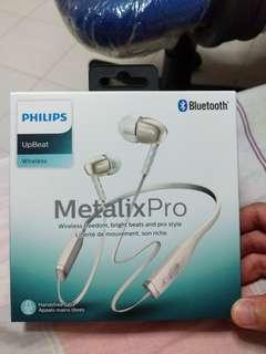 BNIB Philips wireless bluetooth earpiece SHB5950WT