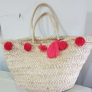 🚚 粉紅蓬蓬草編帶 Woven Bag with Pink Pom Poms