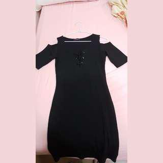 🚚 little black dress with sexy details  性感黑色小洋裝