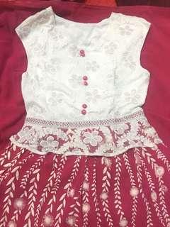 dress panjang warna putih dan pink. lengan pendek