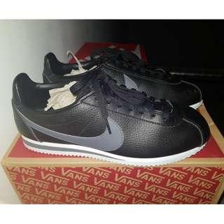 Nike Black #kanopixcarousell