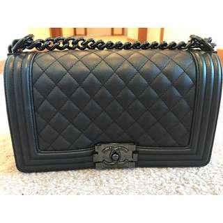 Chanel boy caviar so black