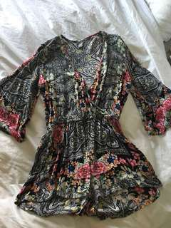 Beautiful Floral romper size s/m - only worn once!
