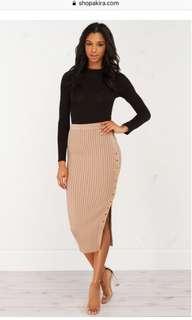 BNWT M Boutique button up skirt