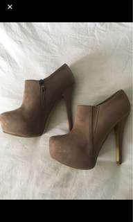 Size 9 nude heels booties