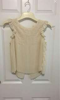 Pleated shirt with cute back