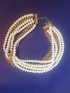 Multi layered pearl chocker