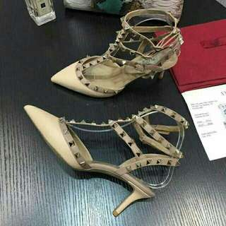 Valentino Kiteen Nude Patent heels