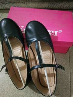Black leather shoes (size 35)