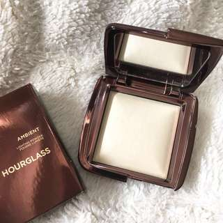 Hourglass Ambient Lighting Powder in Diffused Light