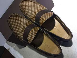 🚚 LV 馬毛 休閒皮鞋 已貼膠底 皮鞋8號 適合球鞋尺寸9號 附鞋盒 無購證