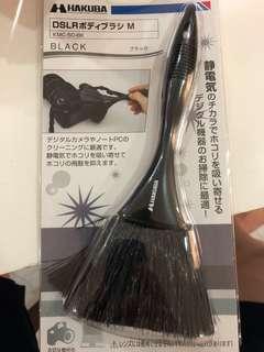 Hakuba camera brush