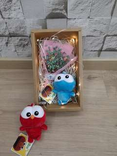 Babybreath with cookie monster mini gift box set