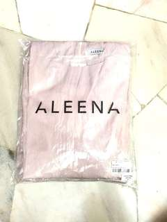 Hi im selling this for only 200rm inclusive postage .. this beautiful Aleena has never be worn 💕(negotiable price) Fashion valet paperbag + sampul duit raya for free too ❤️