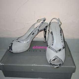 Sepatu charles & keith preloved
