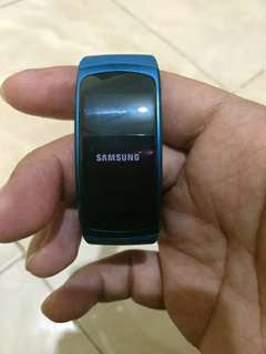Samsung Gear Fit 2 Ukuran S Warna BIRU Waterproof IP68 Super AMOLED Screen Bisa jadi Player Musik