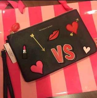 🚚 正品Victoria's Secret 情人節限定 皮質手拿包、收納包、化妝包